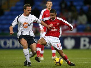 Bolton-v-Arsenal-Kevin-Davies-Craig-Eastmond_2408077