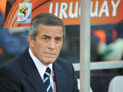 Uruguay-v-South-Korea-Oscar-Tabarez-bench_2470733