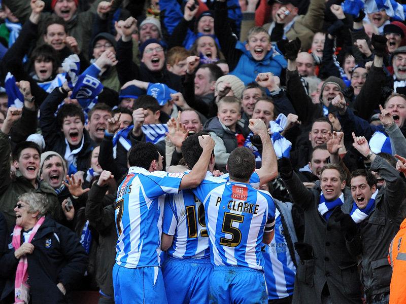 Arsenal-v-Huddersfield-Alan-Lee-mobbed_2556644