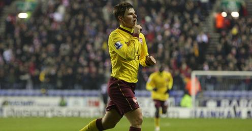 Wigan-v-Arsenal-Andrey-Arshavin-celeb_2545576