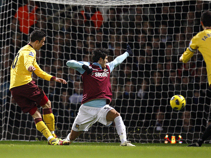 Robin-van-Persie-Arsenal-Premier-League-PA_2551525
