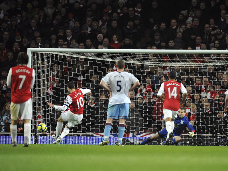 Arsenal-v-Aston-Villa-Robin-Van-Persie-pa_2709987