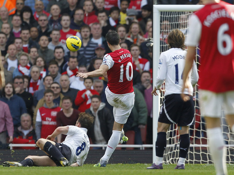Arsenal-v-Tottenham-Robin-Van-Persie_2724472